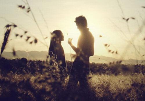 不要把爱情当作过日子,时常为爱情保鲜